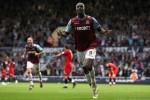 Carlton Cole festeggia dopo un goal