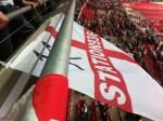 La bandiera della Station 936 che sventola a Wembley