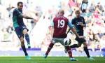 L'errore del difensore Collins contro il Sunderland