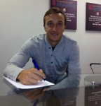 Mark Noble firma il rinnovo del contratto al West Ham United