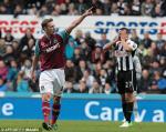 Kevin Nolan esulta dopo il goal contro il Newcastle