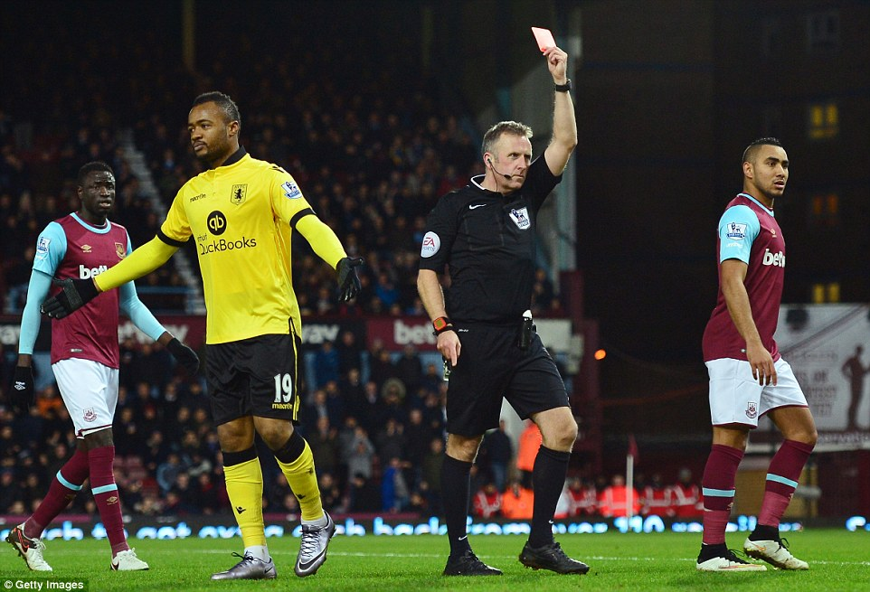 30D1F38B00000578-0-Jordan_Ayew_recived_his_marching_orders_from_referee_Jon_Moss_af-m-31_1454446808030