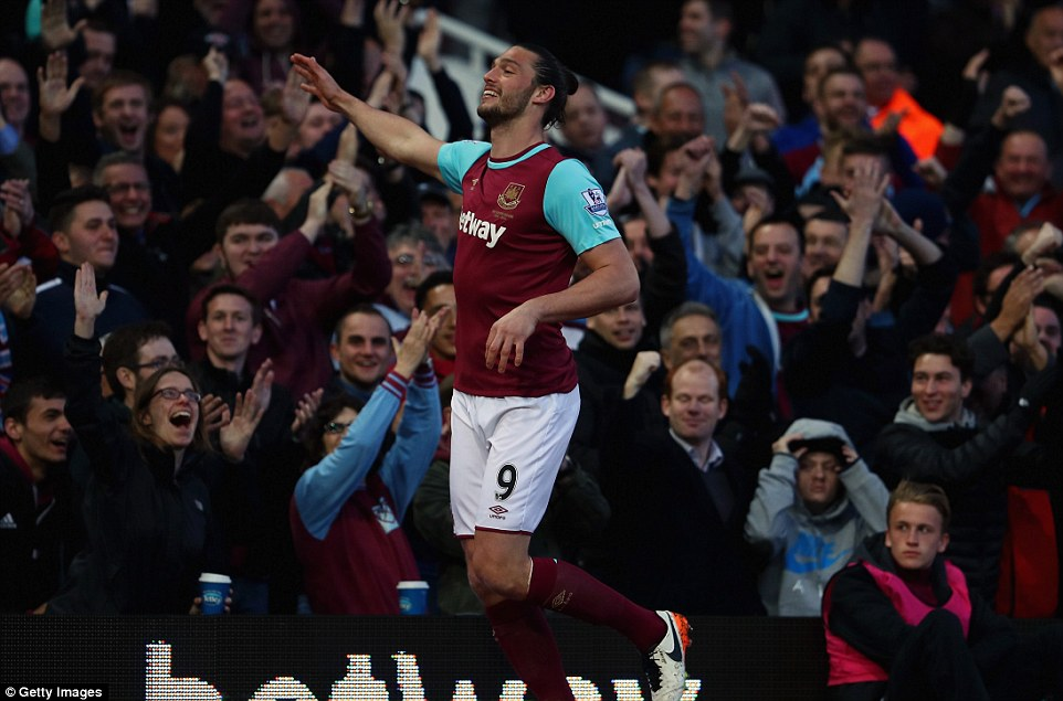 335F90E000000578-0-Andy_Carroll_celebrates_after_putting_West_Ham_ahead_against_Wat-a-10_1461180109250
