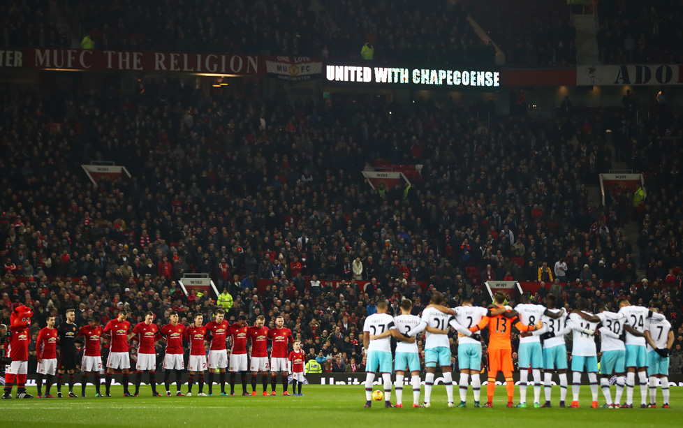 MANCHESTER, ENGLAND - NOVEMBER 30: Both teams observe a minutes silence ahead of the EFL Cup quarter final match between Manchester United and West Ham United at Old Trafford on November 30, 2016 in Manchester, England. (Photo by Michael Steele/Getty Images)