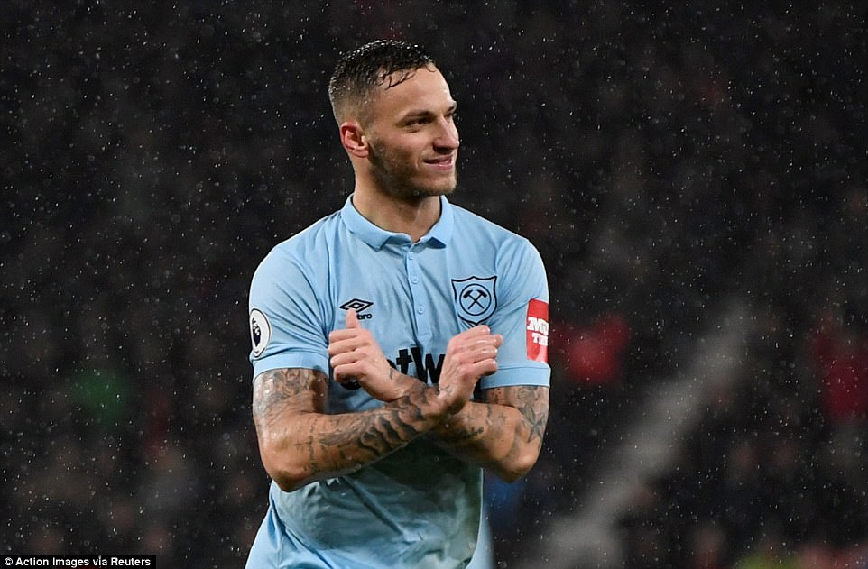 47952C0C00000578-5212715-Marko_Arnautovic_celebrated_after_capitalising_on_a_slip_from_go-a-63_1514307650170