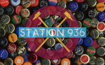 Logo Station 936 su sfondo tappi di birra