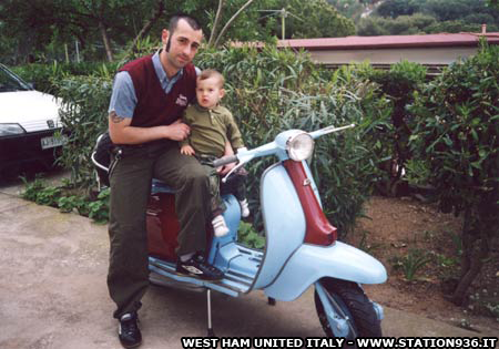 Lambretta con i colori del West Ham United claret and blue