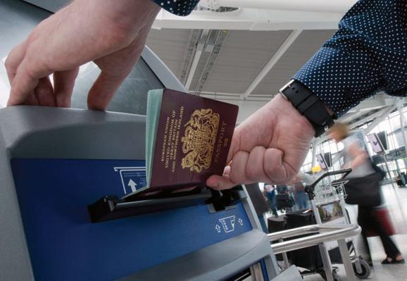 Sportello automatizzato per controllo passaporto