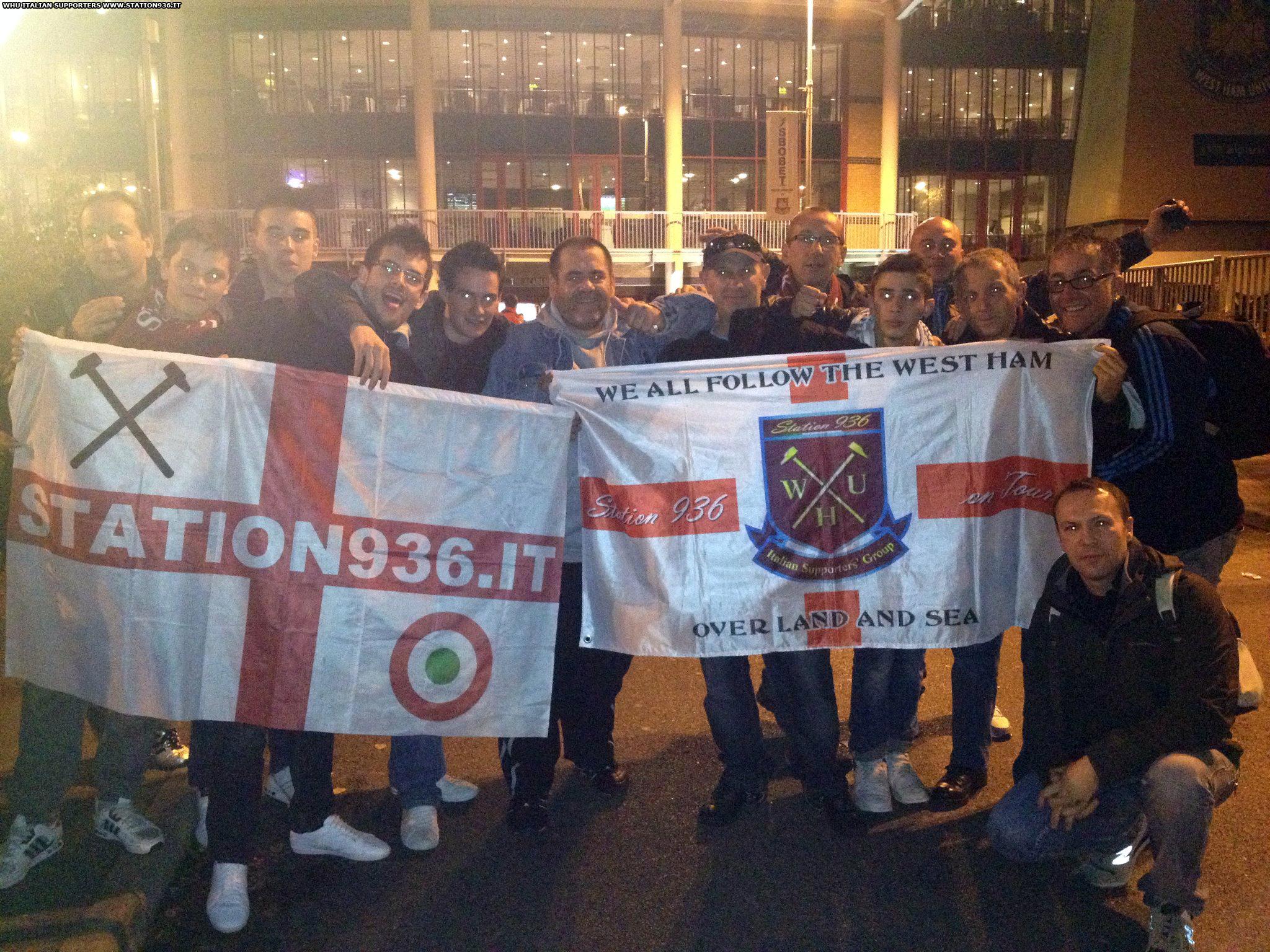 Alcuni della Station 936 davanti al Boleyn Ground stadium